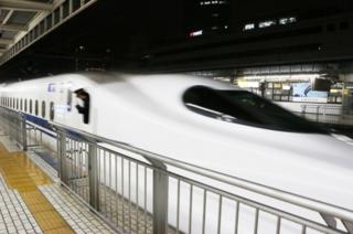 新幹線でコンセントがない!なんで?コンセント有の車両を見分ける方法